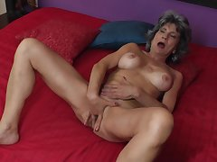 Mature non-professional granny Raquelle fingers will not hear of wet shaved pussy