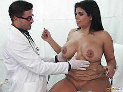Buxom Latina seduced by her doctor procure fucking and weathering cum