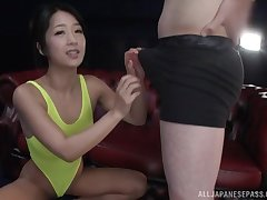 Suzuki Satomi likes when the brush boyfriend cum on the brush butt after fuck