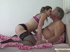 Habituated looking fresh slut Sarah Smith provides older client with a BJ